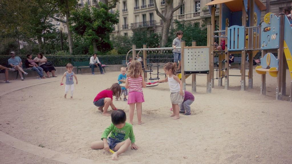 法國小孩是小尺寸的大人